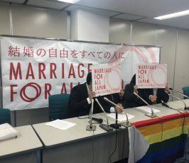 2019年4月15日の札幌の期日報告会の写真 会場の前の机に人が4人座り、Marriage for allのボードで顔を隠して写真に写っている様子