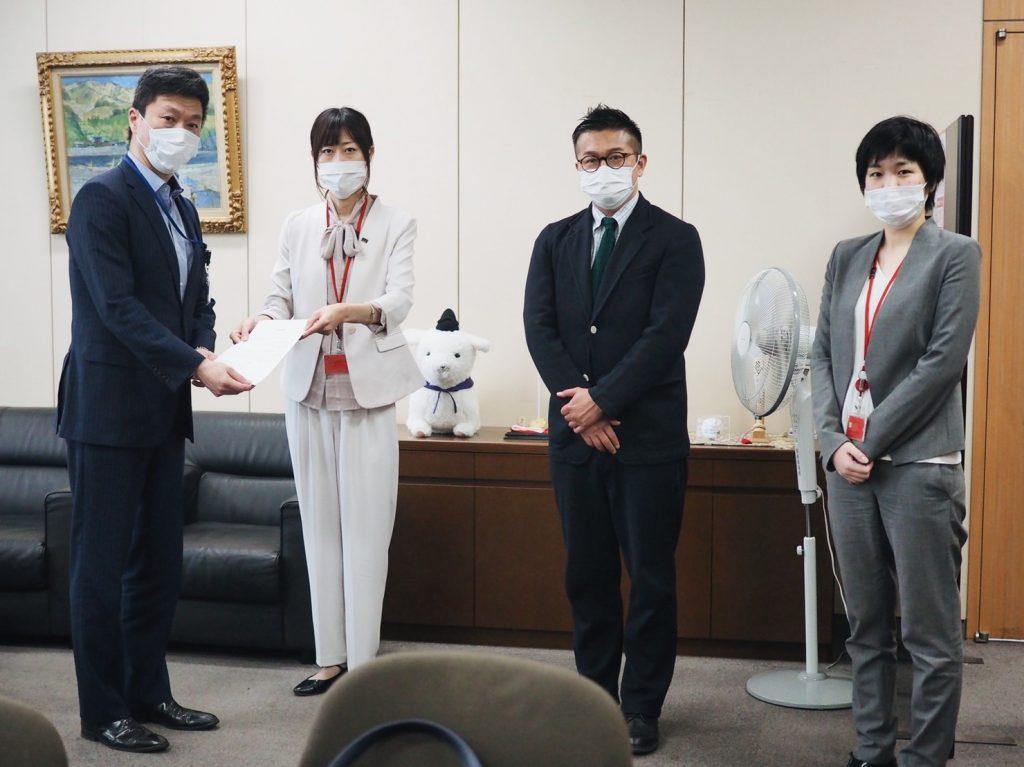 左から 総務省 高原 剛局長 マリフォー時枝穂、松中権理事、服部咲弁護士